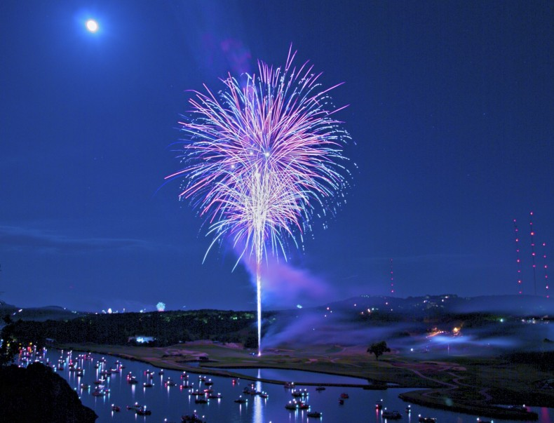fireworks_from_360_bridge