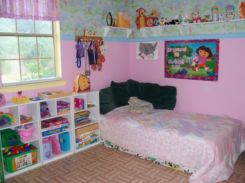Kelly_bed_corner_2005